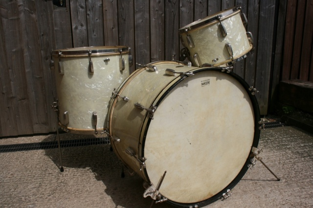 Slingerland 1940's 'Cloud Badge' Radio King Outfit with Hardware and Cymbals