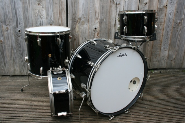 Ludwig 1965 Super Classic Outfit and Pioneer in Black
