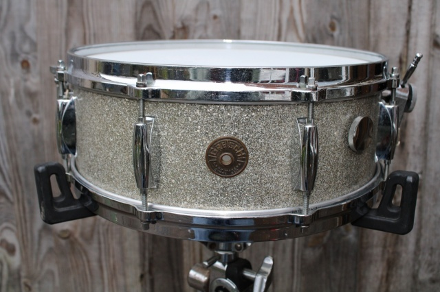 Ludwig 1960 'Transitional Badge' DownBeat Outfit in Gold Sparkle
