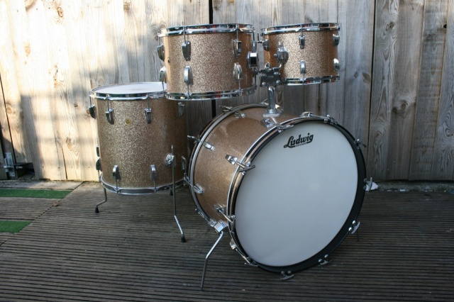 Ludwig 'March 1967' Hollywood Outfit in Champagne Sparkle