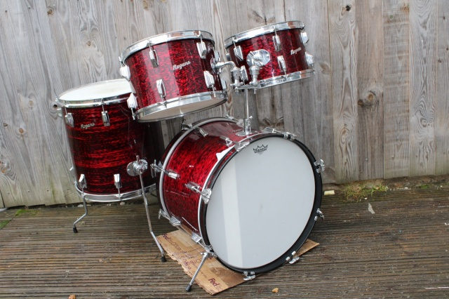 Ludwig Standard S-330 Outfit in Red Astro