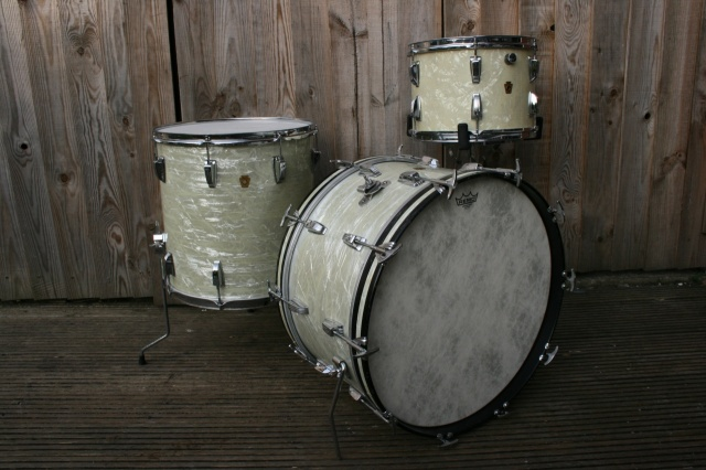 WFL 'Porto Pack' Outfit and 1967 Floor tom in White Marine Pearl