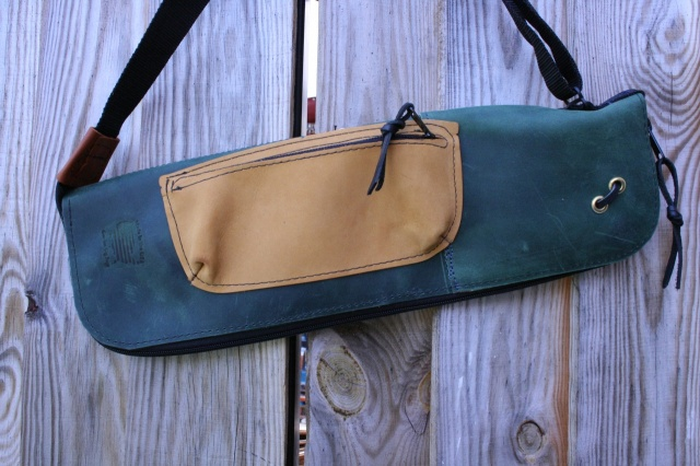 CacSac Gig Bags Streamline Stick Bag in Two Tone Green Leather with Tan Pocket