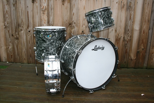 Ludwig 1970 Super Classic in Black Diamond Pearl
