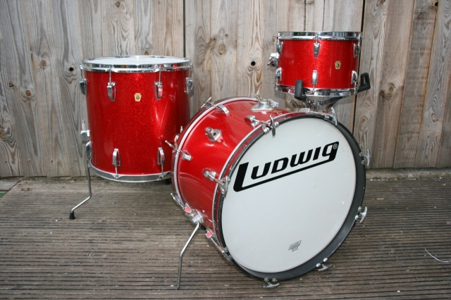 Ludwig 'Aug10 1965' Super Beat Outfit in Red Sparkle