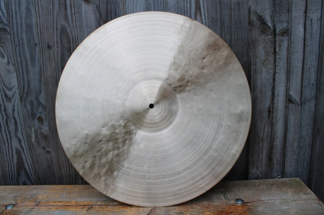 Cymbal and Gong 'American Artist' 22'' weight 2290g