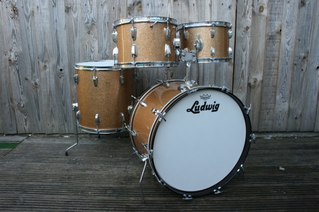 Ludwig 'May 1967' Hollywood Outfit in Champagne Sparkle