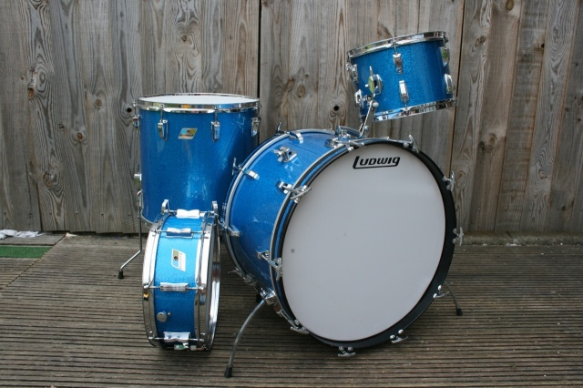 Ludwig 'Aug12 1970' SuperClassic Outfit and Snare in Blue Sparkle