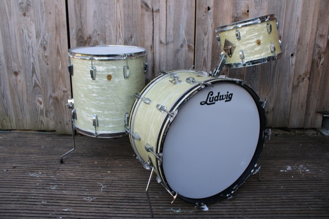 Ludwig Transitional Badge 'New Yorker' Outfit and 1967 Floor tom in White Marine Pearl