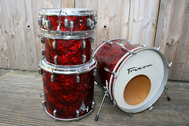 Trixon Luxus Red Pearl Outfit with Snare