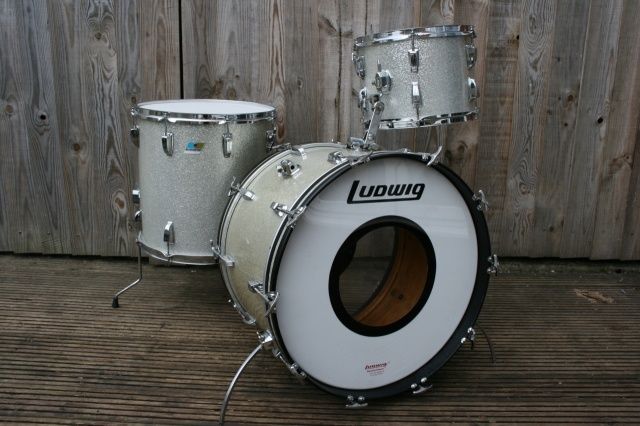 Ludwig Early 70's Super Classic Outfit in Silver Sparkle