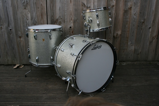 Ludwig 60' Keystone Super Classic Outfit in Silver Sparkle