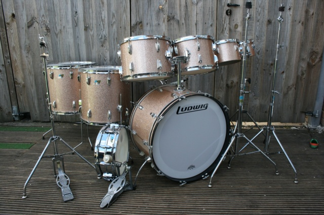 Ludwig 1976 Pro Beat Outfit and Hardware in Champagne Sparkle