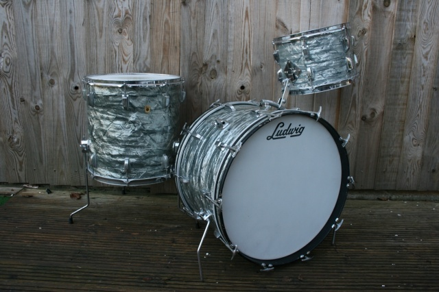 Ludwig Pre-Serial Super Classic Outfit in Sky Blue Pearl