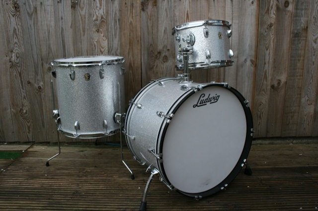 Ludwig 2000 Classic Maple 'Super Classic' Outfit in Silver Sparkle