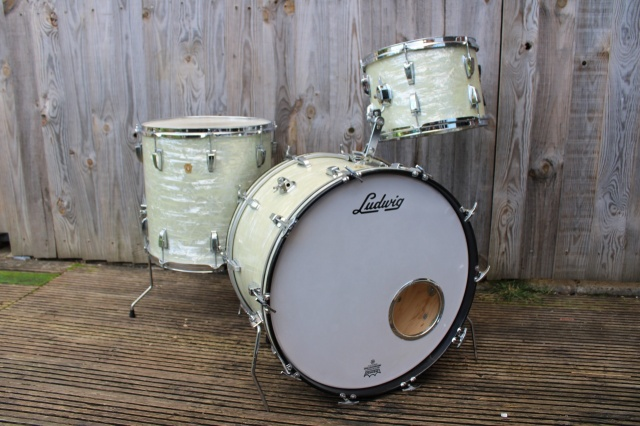 Ludwig 60 Super Classic Outfit in White Marine Pearl