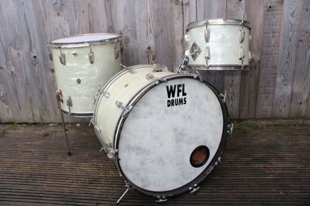 WFL 'Buddy Rich' Outfit in White Marine Pearl