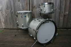 Ludwig 1976 Jazzette Outfit in Silver Sparkle