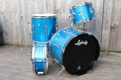 Ludwig 1965 Clubdate Outfit and snare in Blue Sparkle